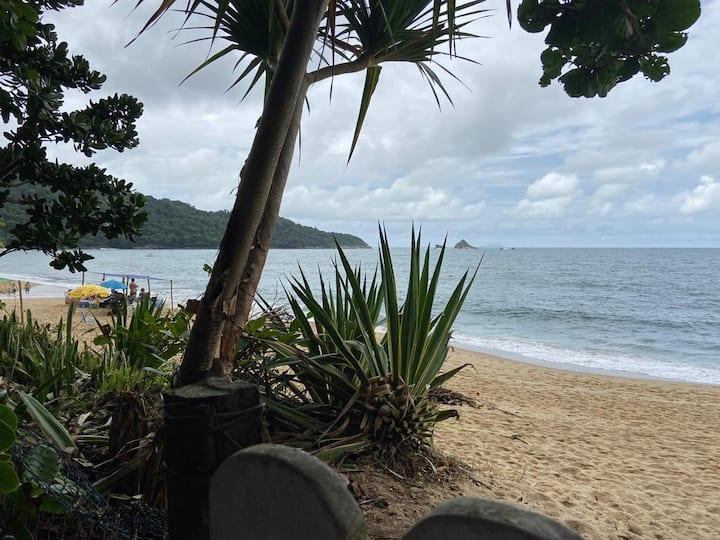 Casa pé na areia na praia de toque toque pequeno