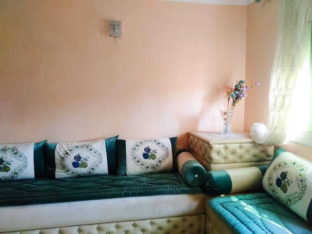 Appartement accueillant, spacieux et meknassi.
