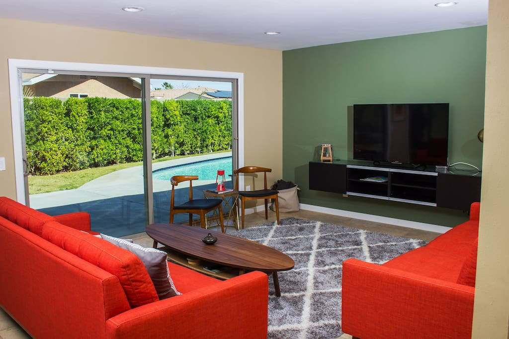 The living room is cozy, extremely comfortable, and will comfortable seat 8+ people. The Sony SmartTV in is enabled with Netflix, Amazon Prime, Crackle, and many others amenities.
