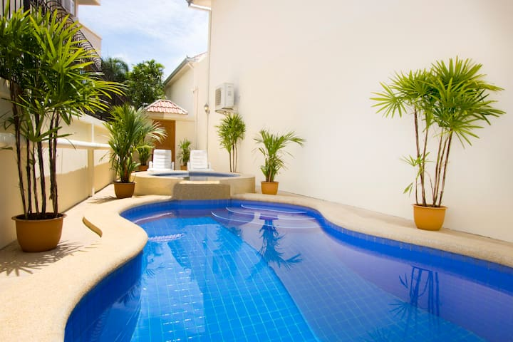 2-bedroom Ashford Townhouse with Private Pool