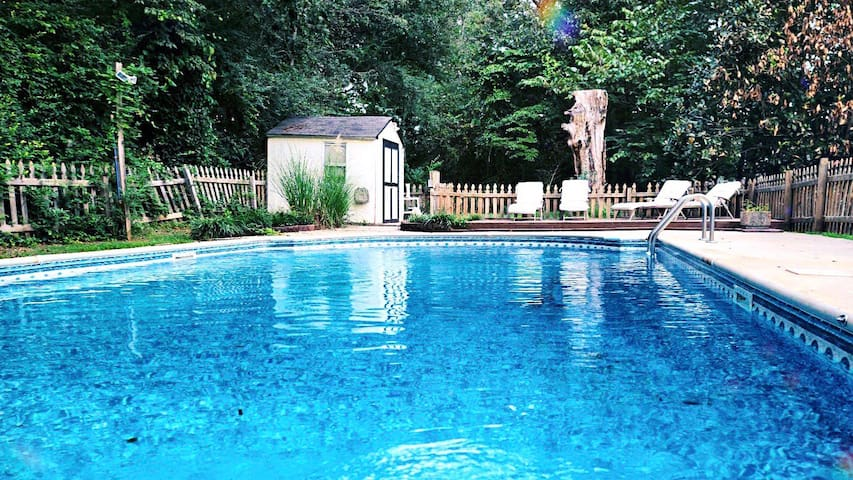 POOL / King Size / Escape / 30 mins from ATL