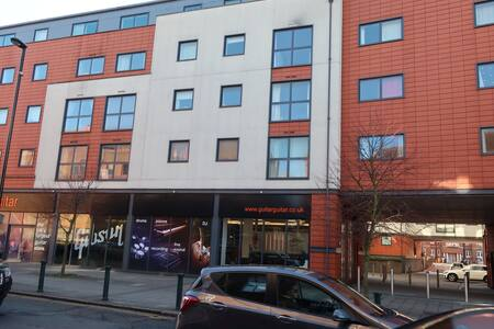 One bedroom apartment in Epsom town centre-29
