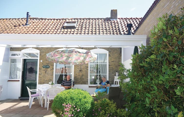 Terraced house with 2 bedrooms on 50m² in Stavenisse