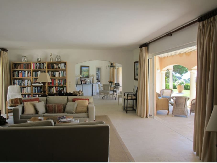 Large and airy sitting room