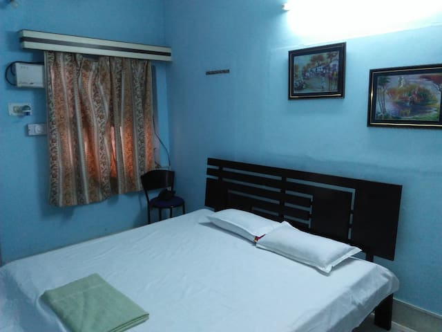 Set of 3 comfortable rooms near Tourist Attraction