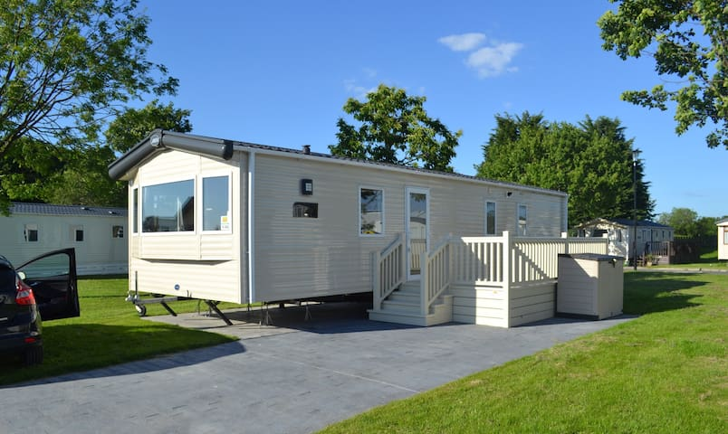 Woodlands Caravan Flamingoland by ReServed