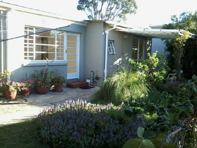 Unfurnished Garden Flat Near Greenacres