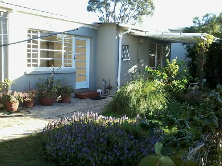 Unfurnished Garden Flat Near Greenacres