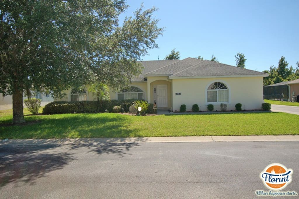 Welcome to this 3 bed/2 bath vacation rental home with private pool in Kissimmee.