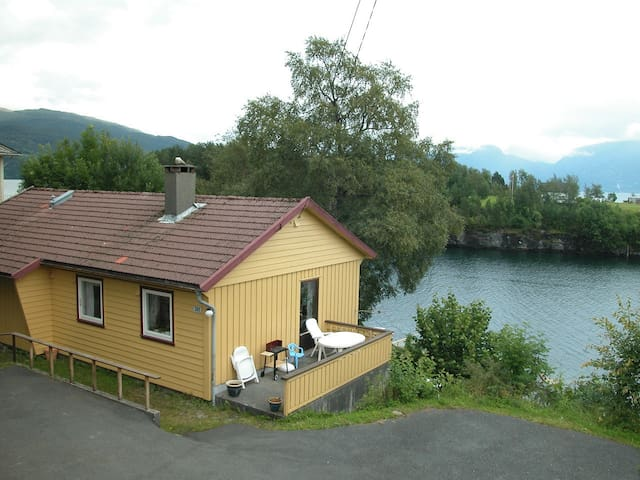 Bakka i Strandebarm - Kvam - Hus