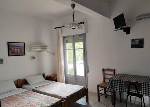 Studio (8) med tillhörande badrum och kök(22m2)