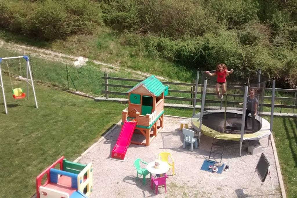 GARDEN: the playground for kids with the new trampoline!