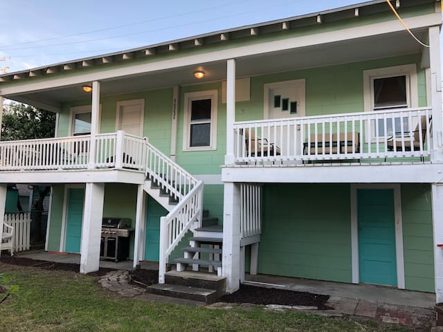 IslandTime 2 bedroom only 500 feet from the beach!