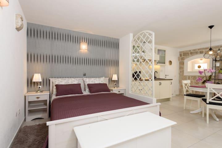 STUDIO TIRONI 2 - SONJA - Trogir - Apartment