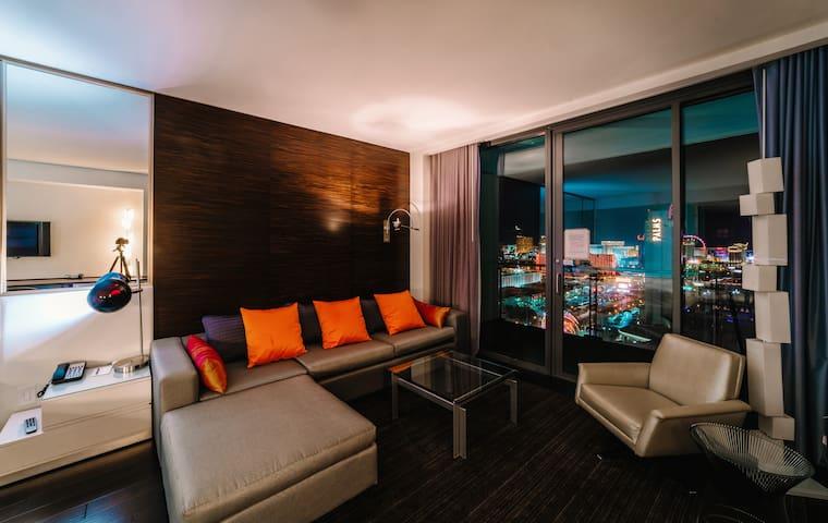 ME25 Elite Strip View with Open Balcony&Kitchen - Las Vegas - Departamento