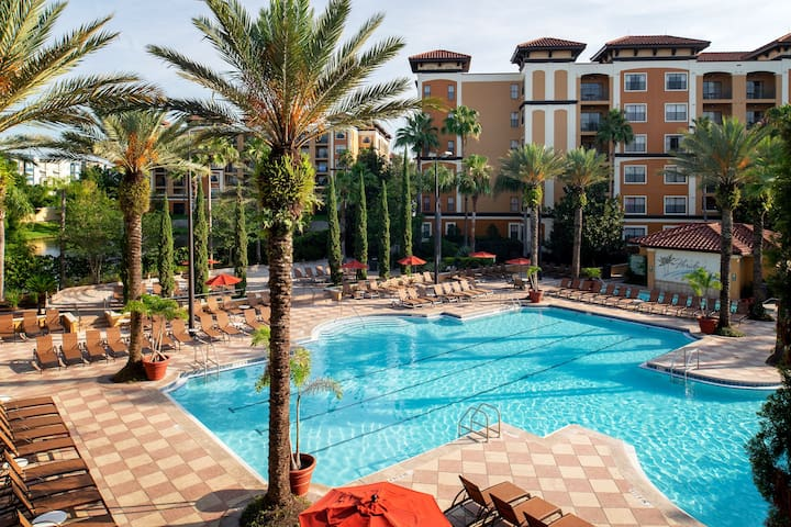 RENOVATED Sunny + Cozy Orlando Retreat   Minutes from Theme Parks!