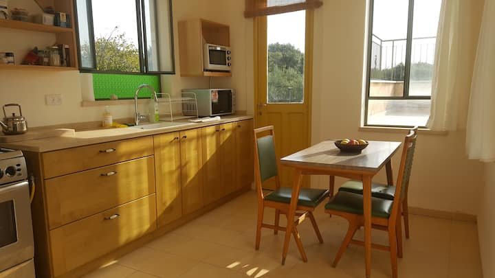 Roof top flat with view 5 minutes from the beach