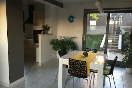 Maison proche centre ville - Oyonnax - 一軒家