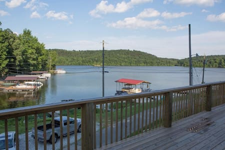 Beautiful Lake House Vacation!