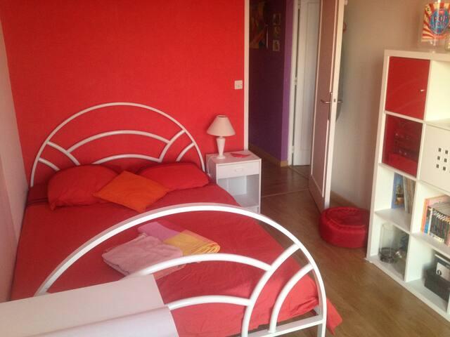 Jolie chambre au calme, proche Paris, avec PDJ