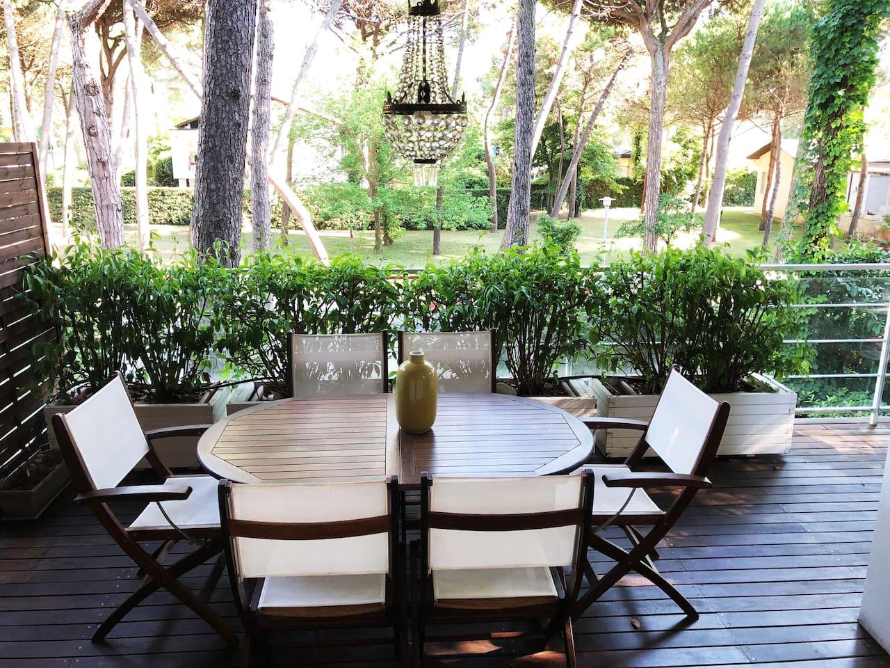 Per le vostre meravigliose colazioni, i vostri momenti di relax e di gioco, uma fantastica terrazza!