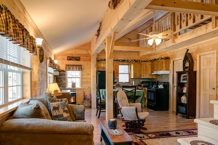 """The Good Life Cabin"" Adk. Mtns. - Wells - กระท่อม"