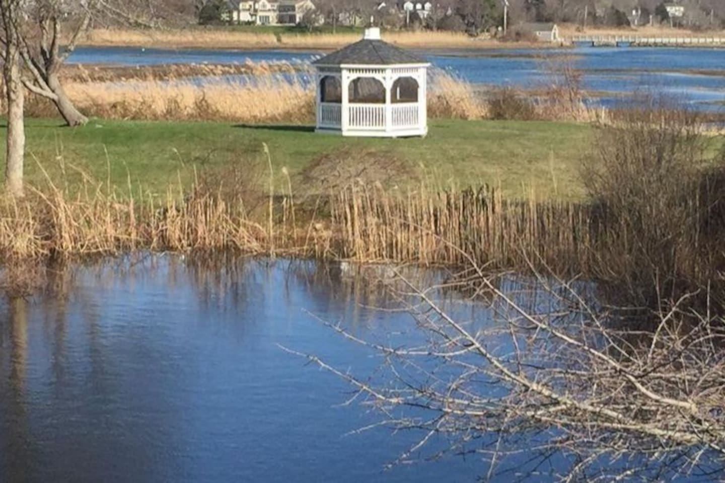 Gazebo in lovely backyard where you can enjoy your morning coffee, meditate or just enjoy the salty sea breeze.