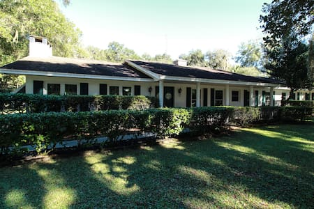 Private ranch home, pool, 5 minutes from FUN! - Inverness - Casa