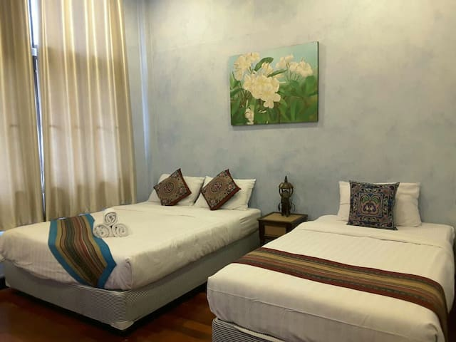 BEST LOCATION old city for 3 pple galleryhouse! B3
