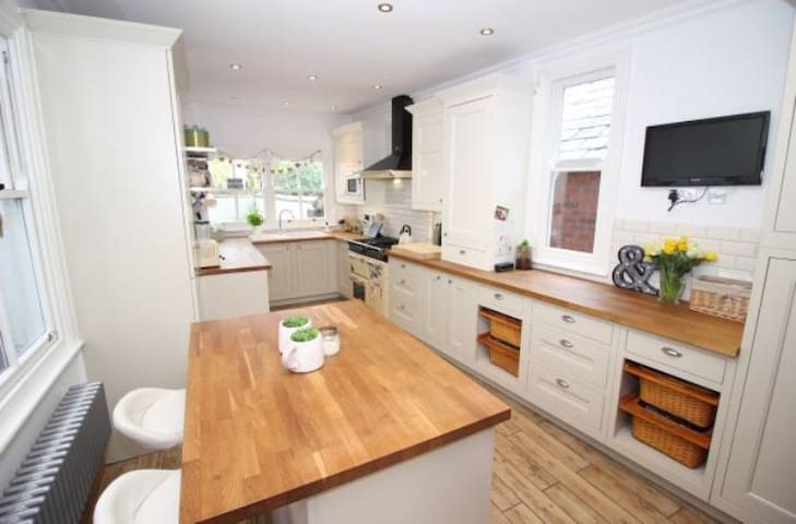 En-suite Double Room in Characterful House