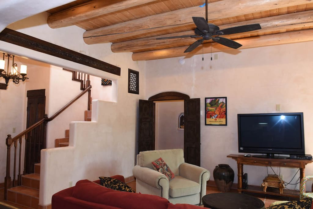 Comfortable living area, cable TV and wifi