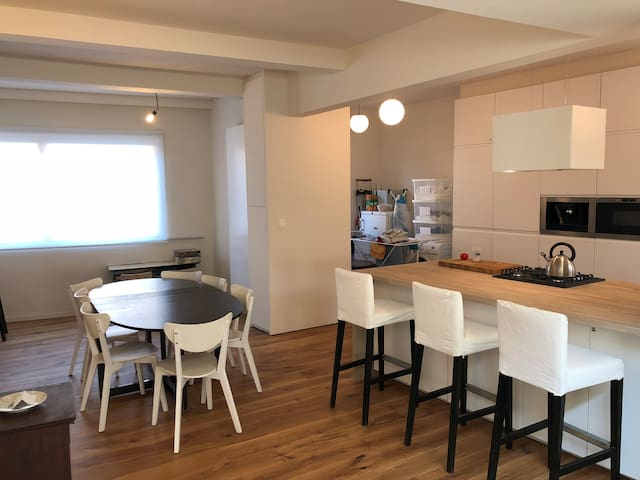 Spacious 3-bedroom townhouse - Newly renovated