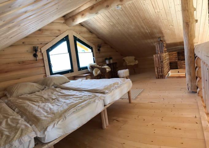 Offene Galerie mit 3 Schlafplätzen