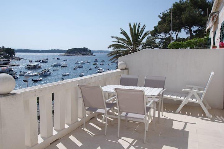 Hvar - apartment by the sea 1