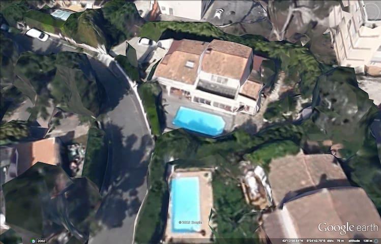 Villa de standing avec piscine parc des calanques