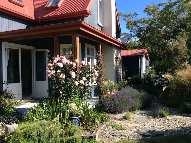 Wanaka's Lagoon Cottage - Albert Town - Bed & Breakfast