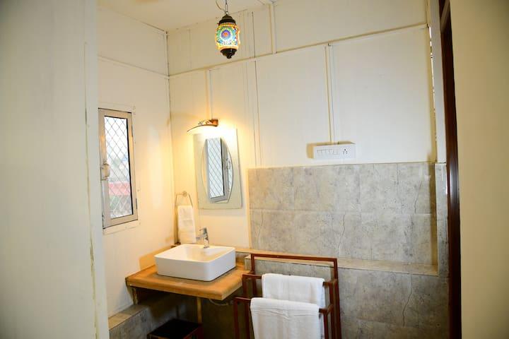 Duplex room wash room