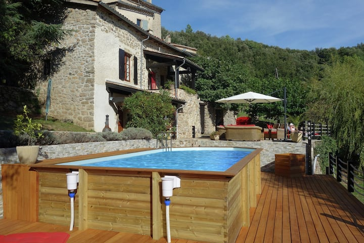 Beautiful holiday home with swimming pool, lovely terrace and view over valley