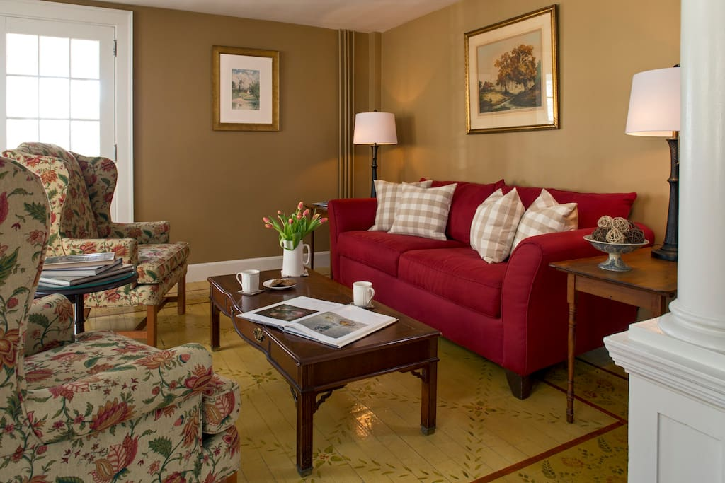 living room newcastle comfortable elegance in newcastle maine newcastle的家庭式旅館 11467