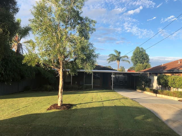 Entire House | Close to City & Airport | Modern