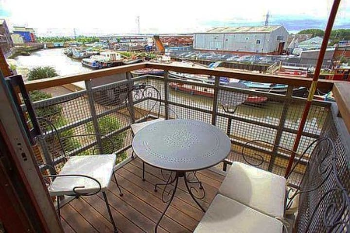 Comfortable flat!! 15 minutes from Central London - Barking - Pis
