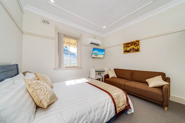 Marulan Stayz - Deluxe Room #5 ONLY