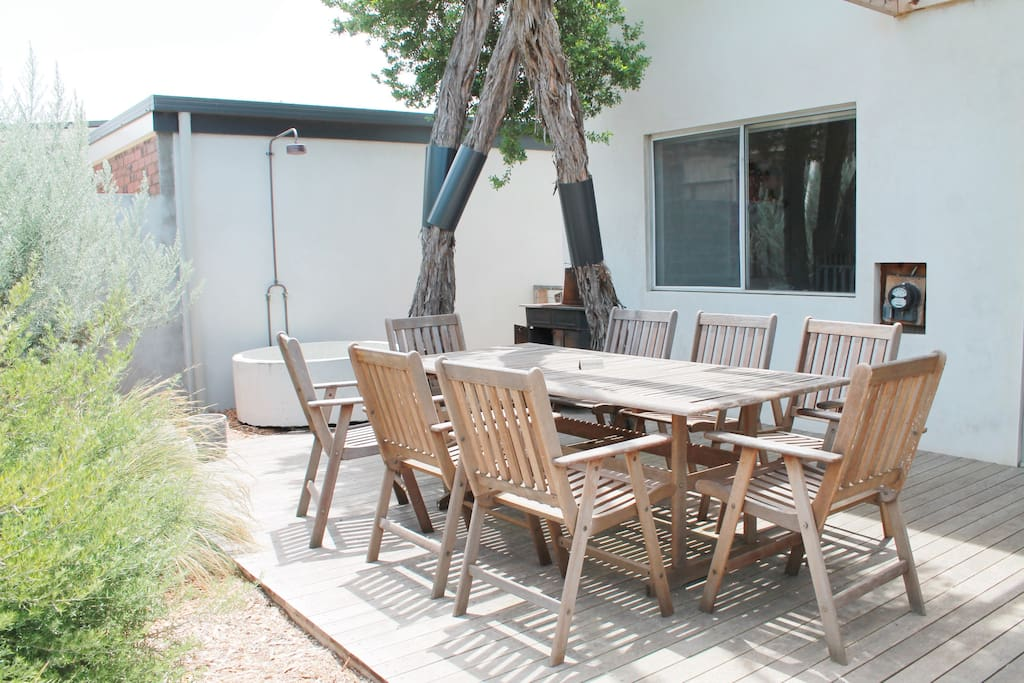 Front outdoor living (outdoor seating has cushions)