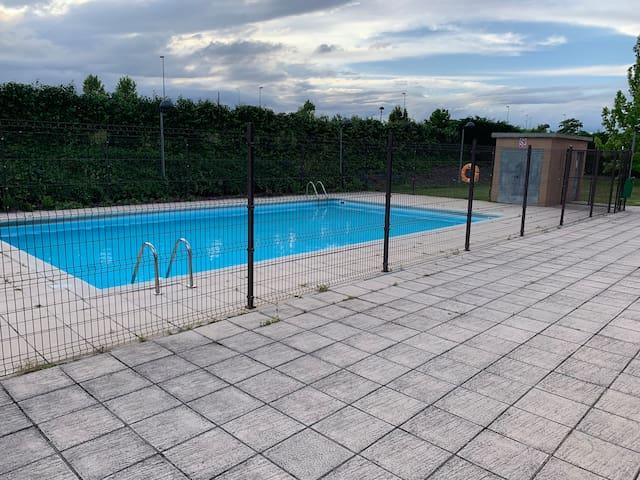 Apto. con piscina, gran terraza y garaje privado