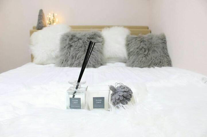 卧室1~大床房,可加一张榻榻米地铺 Bedroom 1~ big bed room, can add a tatami floor