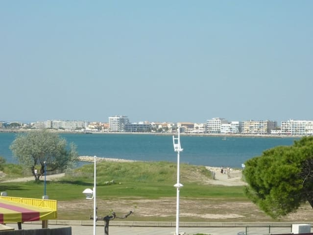 AS9557 -Sea view studio with private parking close to town centre