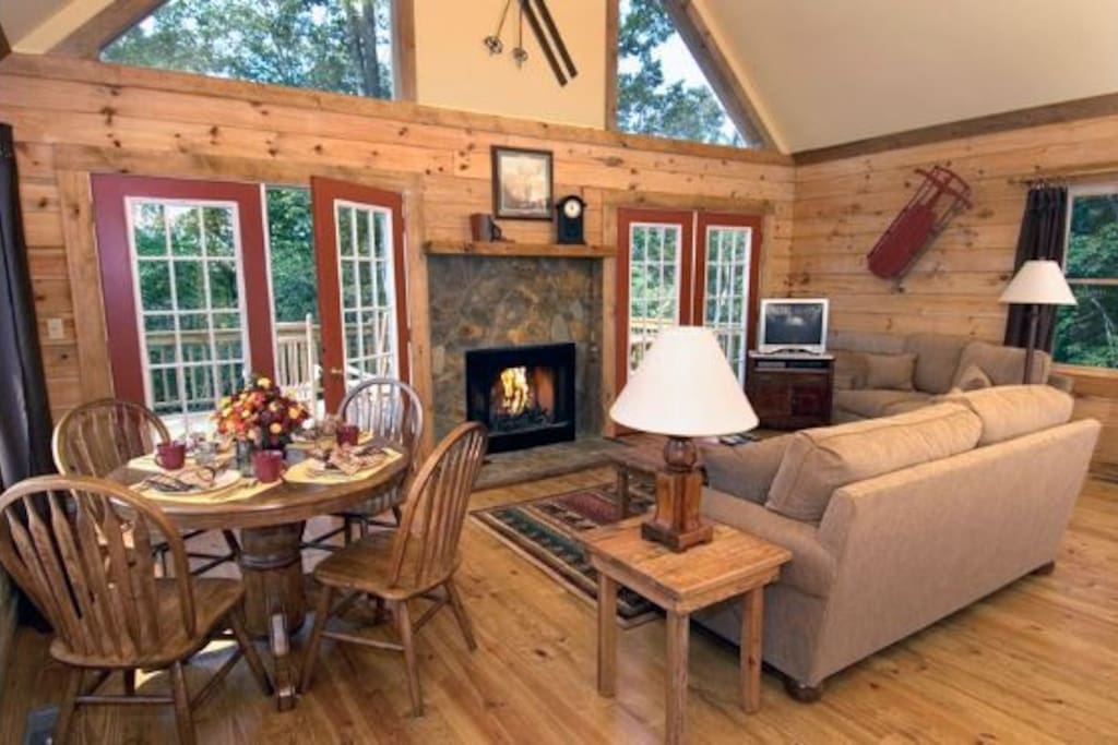 Comfortable Living room with Gas Fireplace