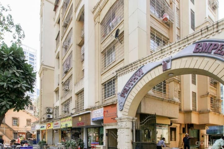 Entire Classy Apartment with Terrace in Prabhadevi