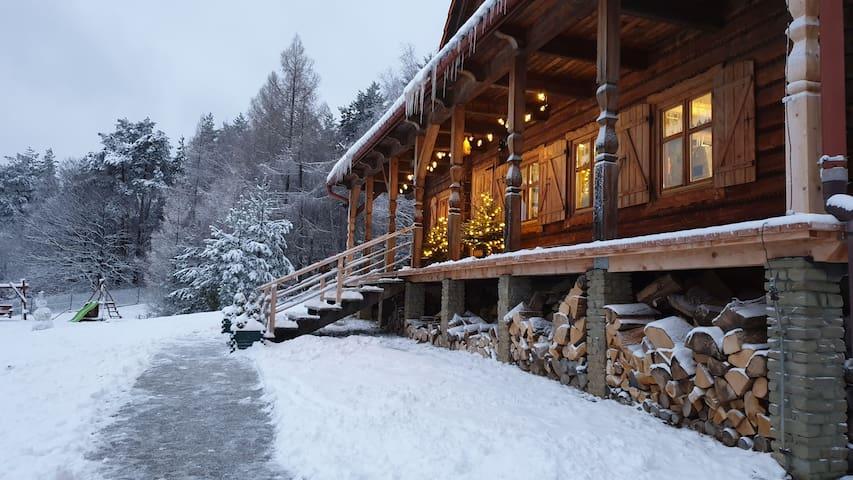 Dom Na Kamieńcu - drewniany dom w górach