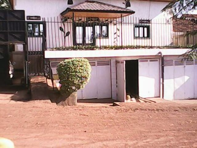 one single bedroom self contained - Kigali - Dom
